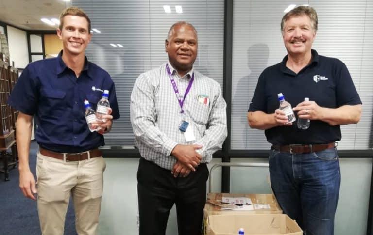 AfriForum skenk handreiniger aan Wes-Kaapse instansies