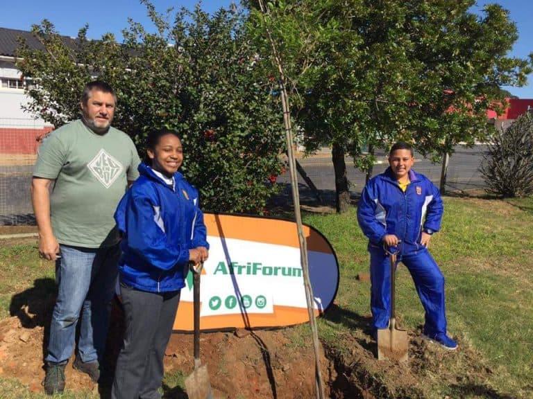 AfriForum se Helderbergkom-tak vier boomplantmaand