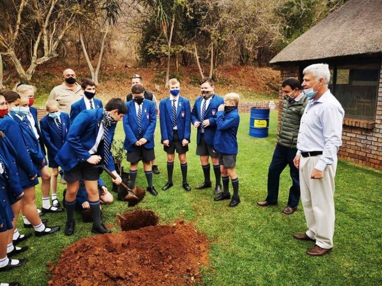 AfriForum se Thabazimbi-tak plant bome vir boomplantmaand