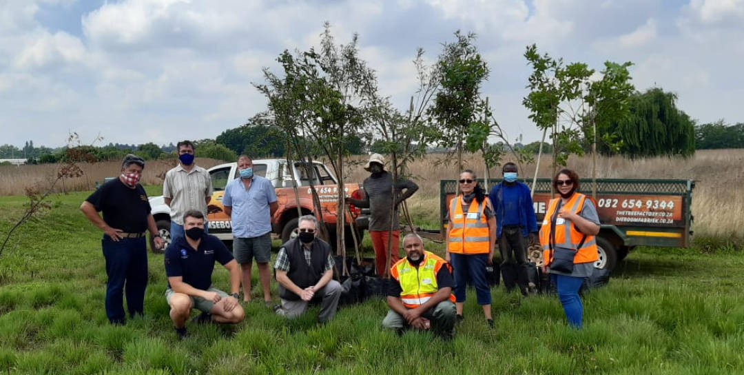 #OnsDorp-veldtog: AfriForum se Roodepoort-tak skenk bome