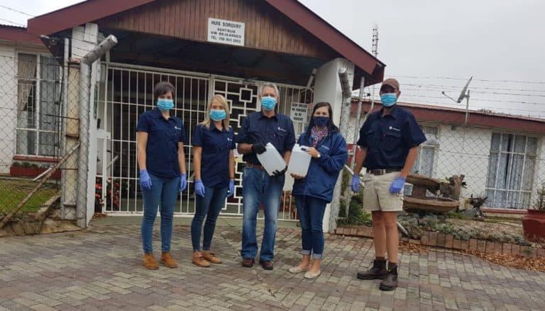 AfriForum se Reitz-tak skenk handreiniger aan die gemeenskap