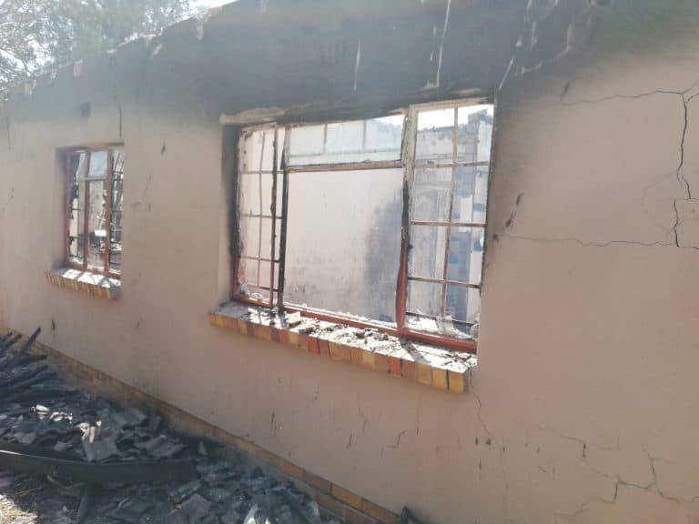 AfriForum se Standerton-buurtwag help om brandende huis te blus