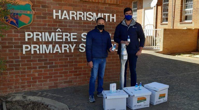 AfriForum versprei hulppakkette aan skole