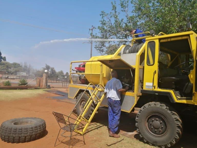 AfriForum se Kuruman-tak herstel Streekdiensteraad se brandbestrydingsvoertuig