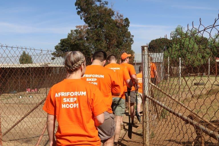 AfriForum help Krugersdorp opknap tydens #AnkerdorpPadskou