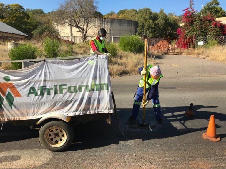 AfriForum se Rustenburg-tak hervat skoonmaakprojek; herstel slaggate
