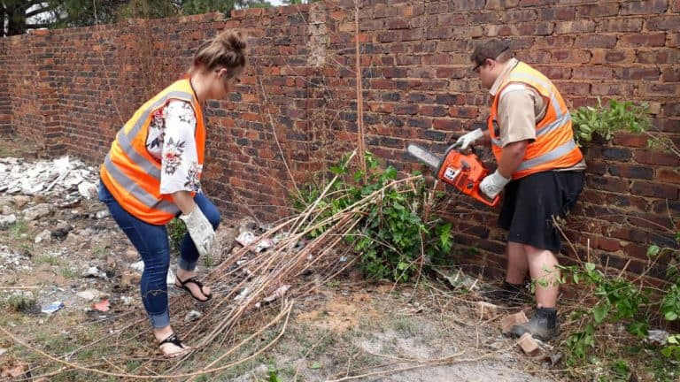 #OnsDorp-veldtog: Bronkhorstspruit-tak maak park skoon vir veiligheid
