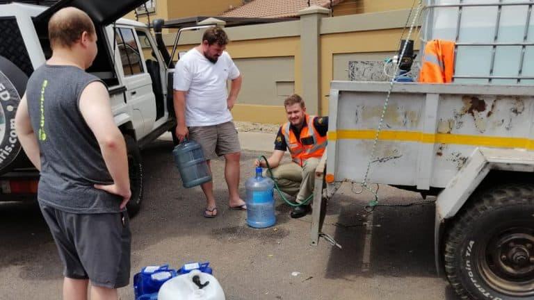 AfriForum voorsien water aan Waverley-gemeenskap