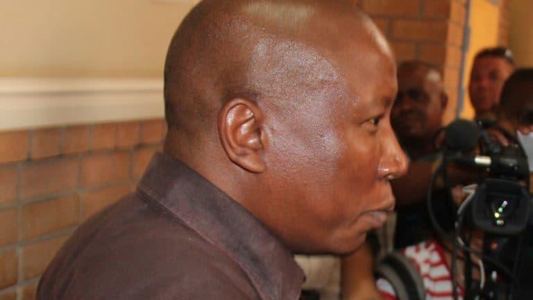 Malema in hof ná AfriForum hom aankla vir beweerde afvuur van skote