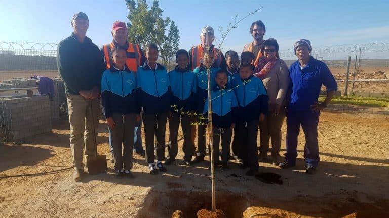 AfriForum skop boomplantmaand vir die Wes-Kaap in die Matzikama-streek af