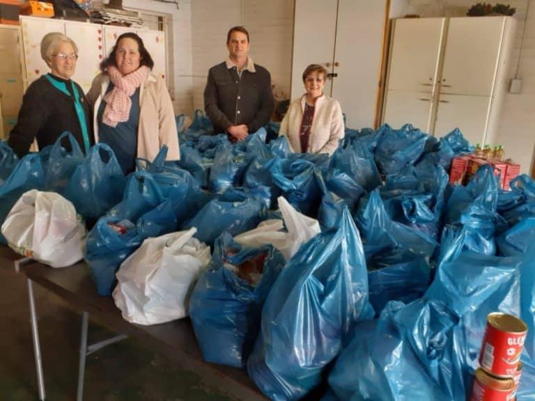 AfriForum se Lichtenburg-tak skenk voedsel ter waarde van R15000