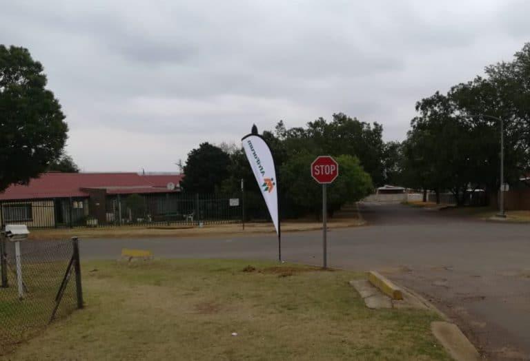 #OnsDorp-veldtog: AfriForum se Witbank-tak rig verkeerstekens op