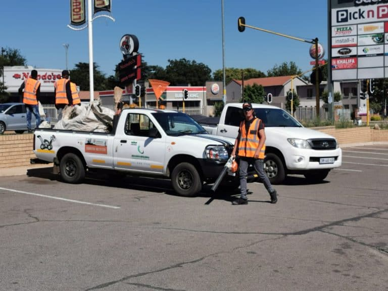 #OnsDorp-veldtog: AfriForum se Germiston-tak begin massa-skoonmaakprojek