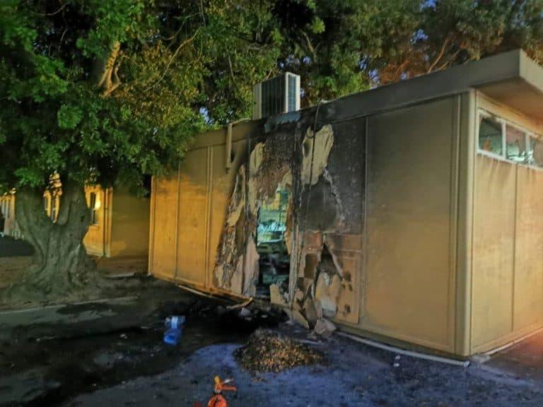 AfriForum-buurtwag en Oakdale Watch span saam om brand by laerskool te blus