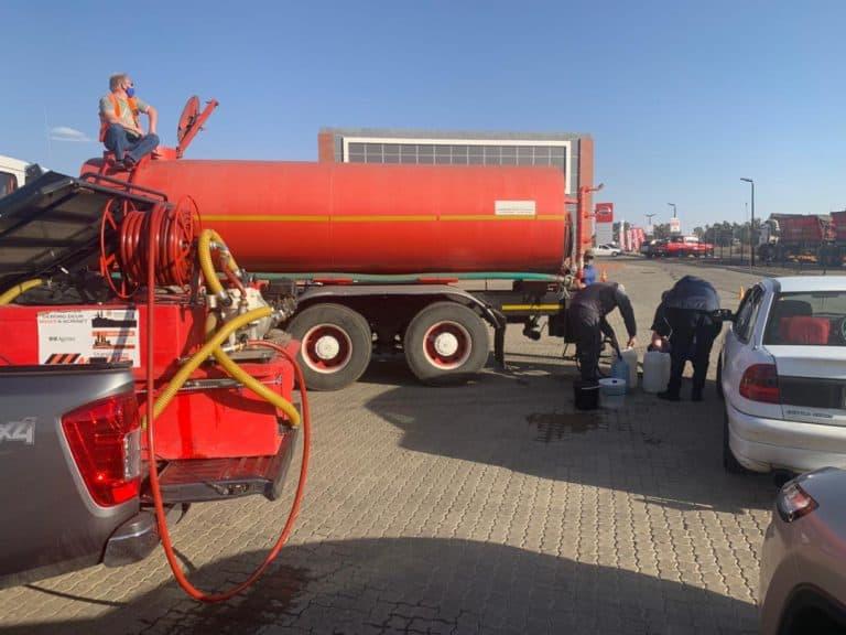 AfriForum se Standerton-tak verskaf water aan gemeenskap