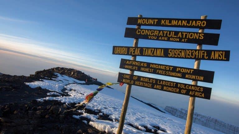 AfriForum en bekendes klim Kilimanjaro vir behoeftige studente