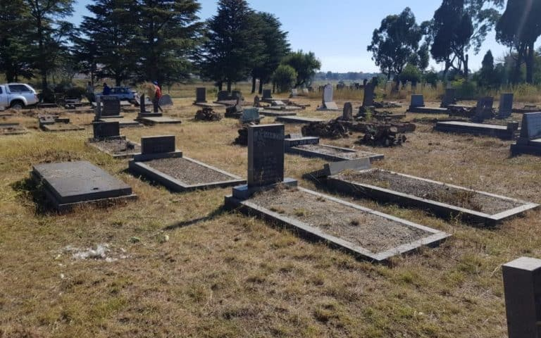 AFRIFORUM YOUTH HELPS VOLKSRUST COMMUNITY TO CLEAN UP CEMETERY