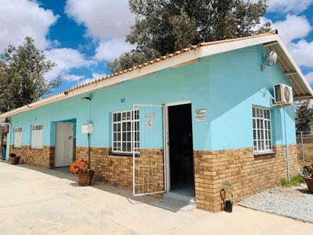 AfriForum Youth's Matzikama branch donates pet food and paints local SPCA