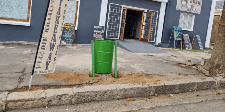 AfriForum se Zastron-tak verwyder vullis en rig asblikke op